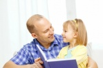 读书给孩子听的爸爸